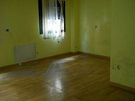 Piso en venta en Piso en Miraflores de la Sierra, Madrid, 84.000 €, 3 habitaciones, 2 baños, 100 m2