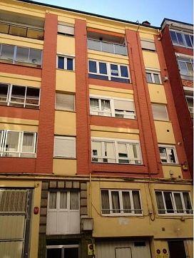Piso en venta en La Inmobiliaria, Torrelavega, Cantabria, Calle Marqueses de Valdecilla Y Pelayo, 68.300 €, 3 habitaciones, 1 baño, 113 m2