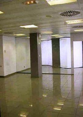 Local en venta en Local en L` Hospitalet de Llobregat, Barcelona, 188.500 €, 232 m2