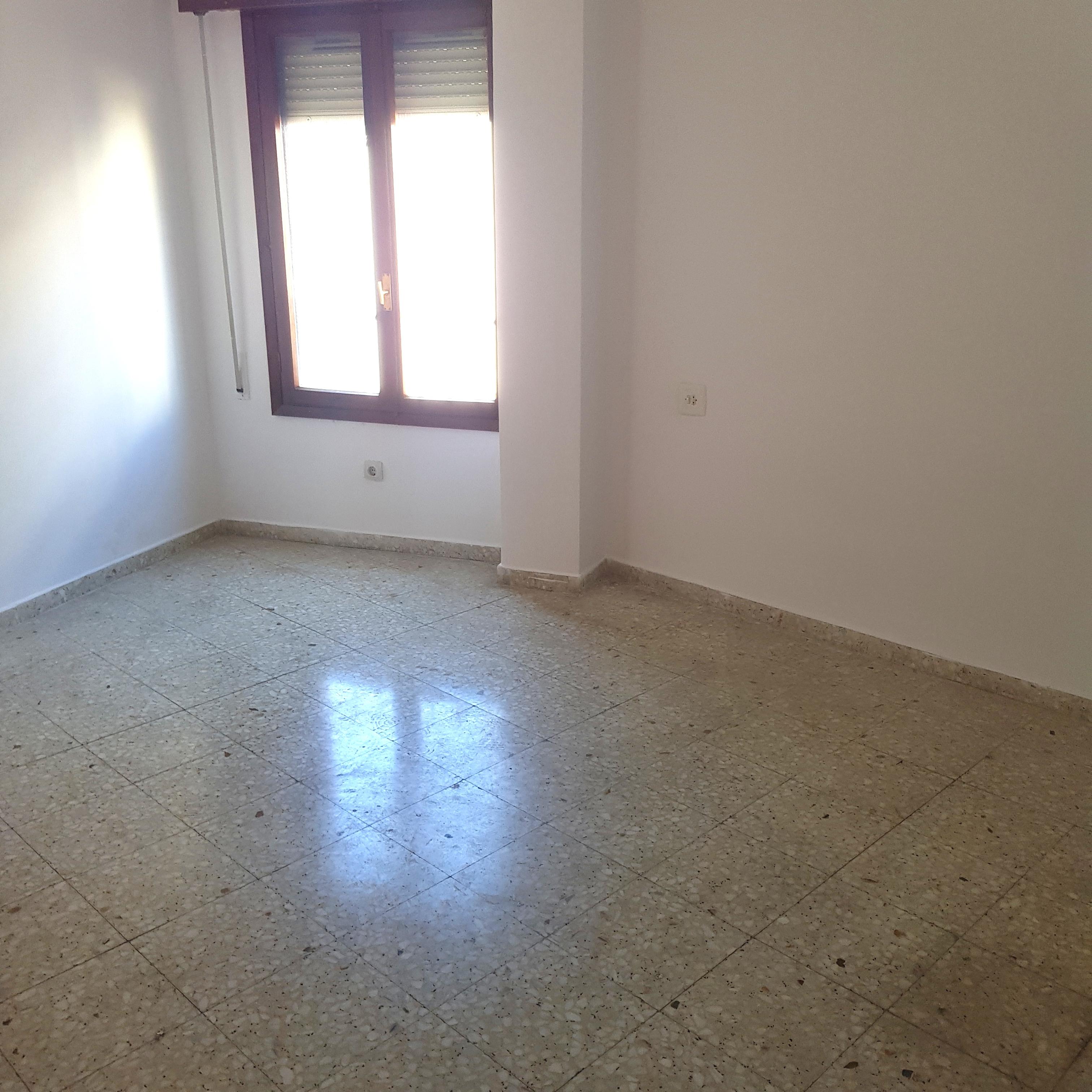 Piso en venta en Piso en Malpartida de Plasencia, Cáceres, 88.000 €, 4 habitaciones, 2 baños, 153 m2