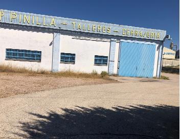 Industrial en venta en Esquibien, Cáceres, Cáceres, Calle la Capellanias, 470.000 €, 1945 m2