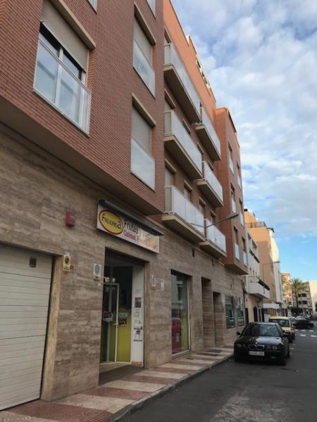 Piso en venta en Piso en Roquetas de Mar, Almería, 118.000 €, 3 habitaciones, 2 baños, 125 m2