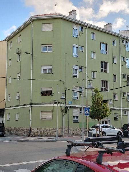 Piso en venta en La Llama, Torrelavega, Cantabria, Calle Calderón de la Barca, 75.000 €, 3 habitaciones, 1 baño, 93 m2