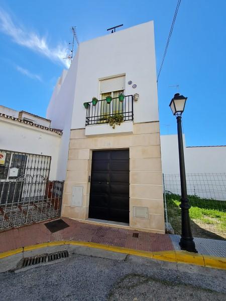 Piso en venta en Piso en Sanlúcar la Mayor, Sevilla, 85.000 €, 2 habitaciones, 1 baño, 79 m2