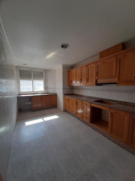 Piso en venta en Piso en Albatera, Alicante, 83.000 €, 3 habitaciones, 2 baños, 118 m2