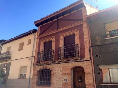 Casa en venta en El Tiemblo, Ávila, Calle los Mesones, 115.000 €, 4 habitaciones, 2 baños, 148 m2