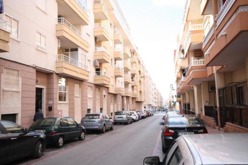 Piso en venta en Piso en Torrevieja, Alicante, 65.000 €, 2 habitaciones, 1 baño, 70 m2