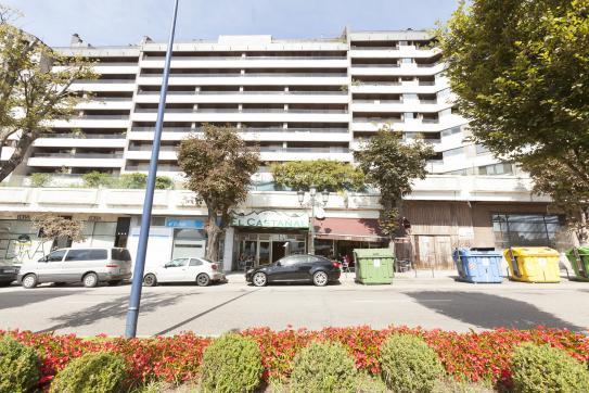 Local en venta en Castrelos, Vigo, Pontevedra, Avenida Gran Via, 70.000 €, 95 m2