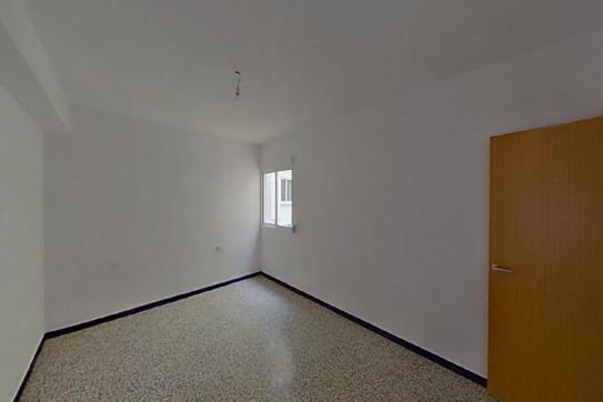 Piso en venta en Piso en Vinaròs, Castellón, 73.600 €, 2 baños, 103 m2