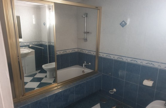 Piso en venta en Piso en Algeciras, Cádiz, 57.530 €, 2 habitaciones, 2 baños, 116 m2