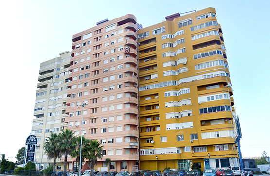 Piso en venta en Piso en la Línea de la Concepción, Cádiz, 79.460 €, 2 habitaciones, 2 baños, 51 m2