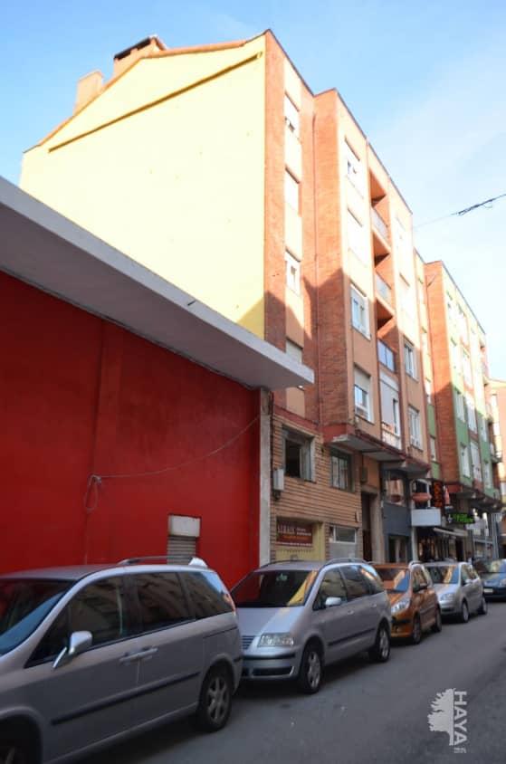 Piso en venta en La Inmobiliaria, Torrelavega, Cantabria, Calle Bonifacio Castillo, 51.000 €, 3 habitaciones, 1 baño, 99 m2