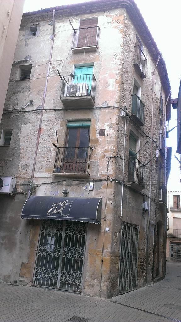 Piso en venta en La Bisbal D`empordà, Girona, Calle Santa Maria del Puig, 78.000 €, 4 habitaciones, 1 baño, 125 m2