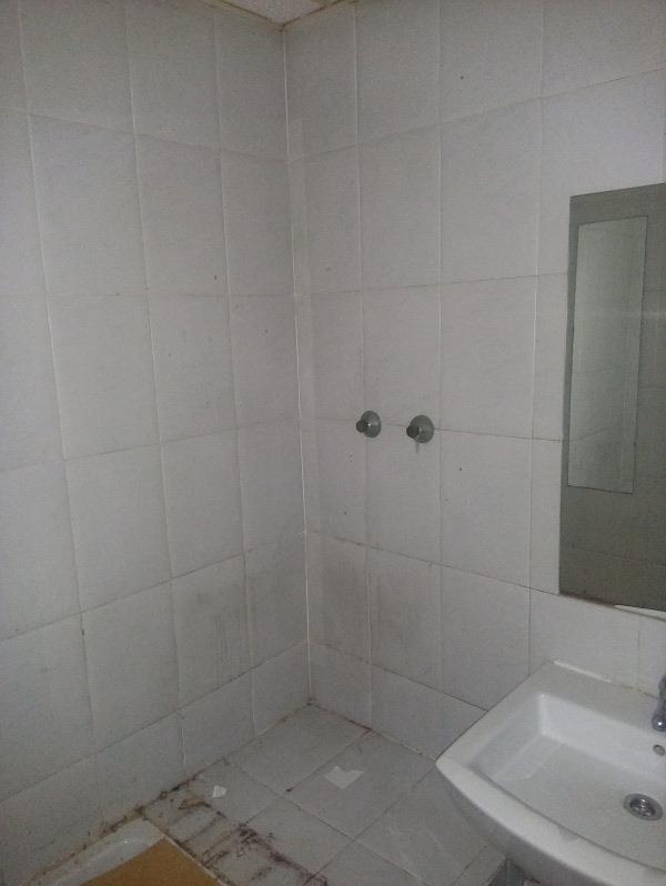 Piso en venta en Piso en Oviedo, Asturias, 145.000 €, 6 habitaciones, 7 baños, 158 m2