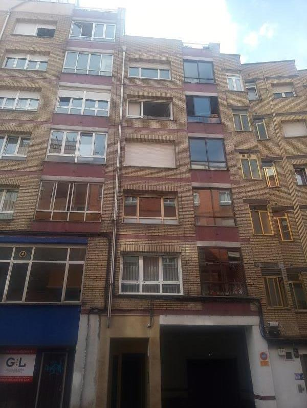 Piso en venta en San Lázaro Y Otero, Oviedo, Asturias, Calle San Melchor Garcia San Pedro, 90.000 €, 3 habitaciones, 1 baño, 111 m2