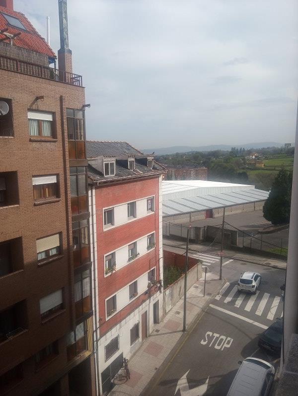 Piso en venta en Piso en Oviedo, Asturias, 90.000 €, 3 habitaciones, 1 baño, 111 m2