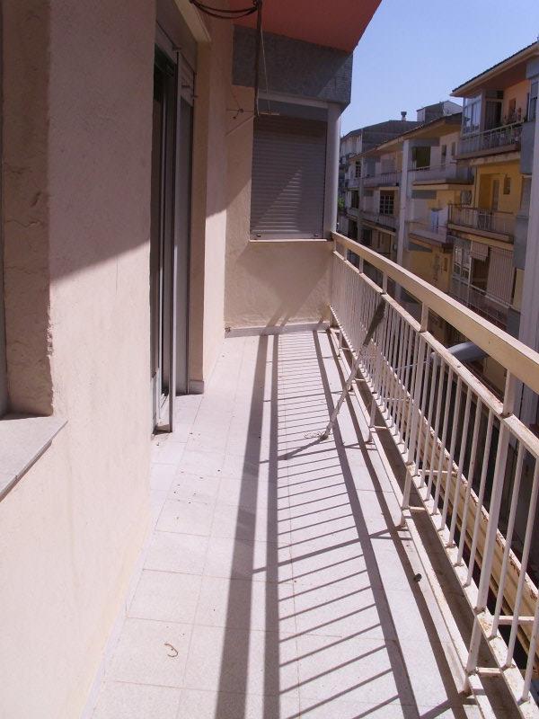 Piso en venta en Barrio de la Cruces, Alcalá la Real, Jaén, Calle Aben Zayde, 69.000 €, 4 habitaciones, 1 baño, 104 m2