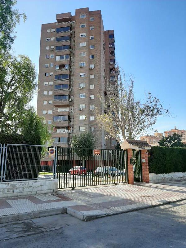 Piso en venta en Divina Pastora, Alicante/alacant, Alicante, Calle Penaguila, 151.000 €, 4 habitaciones, 2 baños, 136 m2