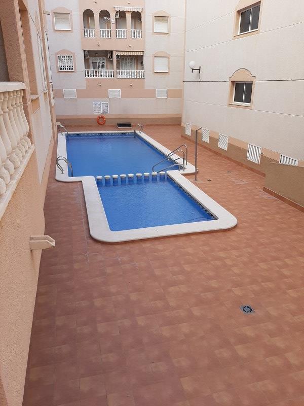 Piso en venta en Urbanización Calas Blancas, Torrevieja, Alicante, Calle Torresal, 69.000 €, 2 habitaciones, 1 baño, 58 m2