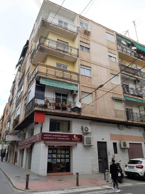 Piso en venta en Alicante/alacant, Alicante, Calle Almoradi, 79.000 €, 2 habitaciones, 1 baño, 89 m2