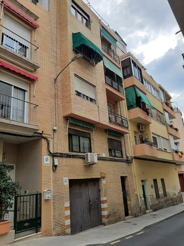 Piso en venta en San Blas, Alicante/alacant, Alicante, Calle Belfast, 83.000 €, 3 habitaciones, 1 baño, 118 m2