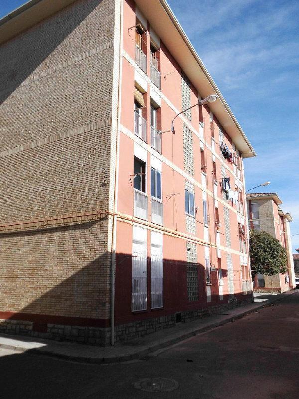 Piso en venta en Barrio del Perpetuo Socorro, Huesca, Huesca, Calle Miguel Fleta, 28.000 €, 3 habitaciones, 1 baño, 73 m2