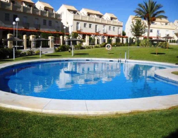 Casa en venta en Manilva, Málaga, Urbanización la Duquesa Golf Villas, 142.500 €, 3 habitaciones, 3 baños, 115 m2