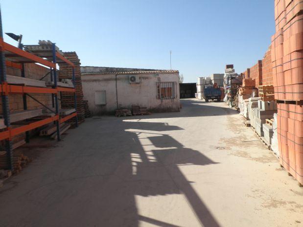 Industrial en venta en Industrial en Tomelloso, Ciudad Real, 125.000 €, 1120 m2