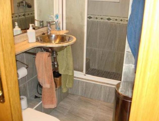 Piso en venta en Piso en L` Hospitalet de Llobregat, Barcelona, 296.774 €, 2 habitaciones, 1 baño, 138 m2