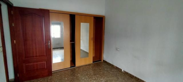 Piso en venta en Piso en Olivares, Sevilla, 129.800 €, 4 habitaciones, 1 baño, 187 m2