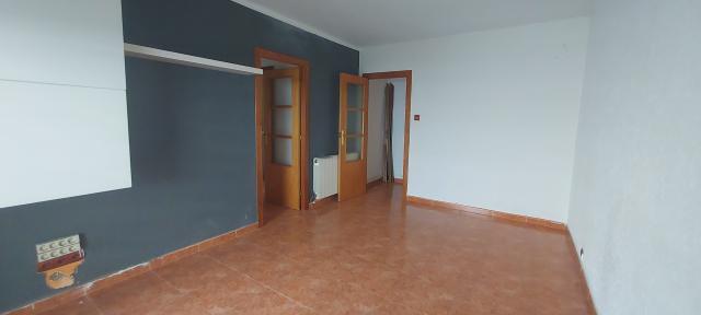 Piso en venta en Casablanca, Sant Boi de Llobregat, Barcelona, Calle Ventura Gassol, 127.300 €, 3 habitaciones, 1 baño, 70 m2