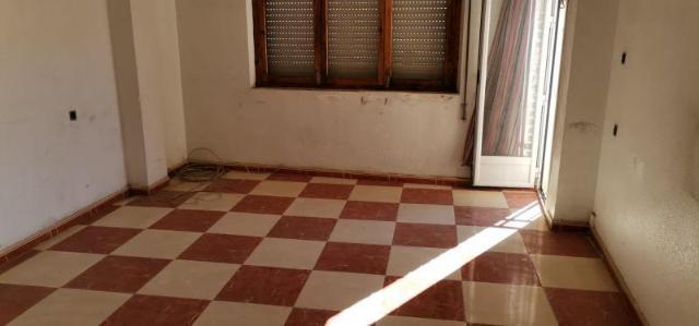 Piso en venta en Piso en Baza, Granada, 82.000 €, 3 habitaciones, 1 baño, 137 m2