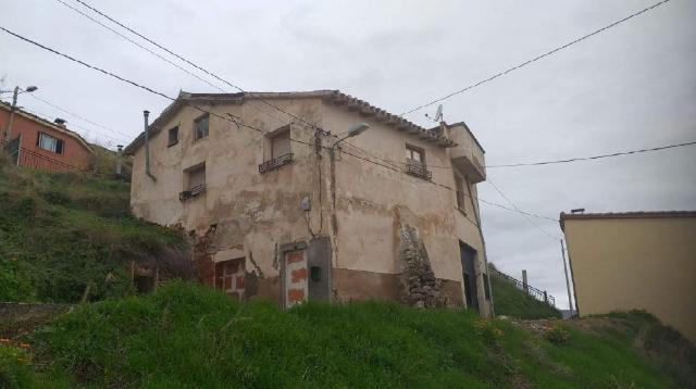 Piso en venta en Piso en Nalda, La Rioja, 28.300 €, 4 habitaciones, 1 baño, 277 m2