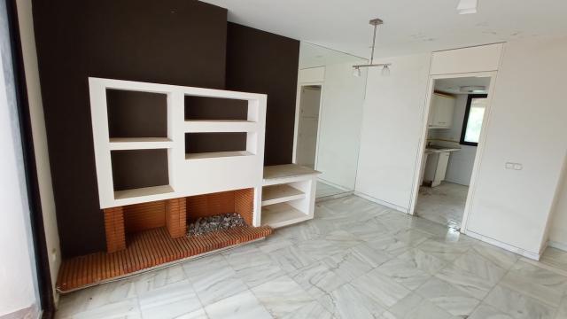 Piso en venta en Sotogrande, San Roque, Cádiz, Urbanización Jardines de Sotogrande, 125.000 €, 2 habitaciones, 2 baños, 145 m2