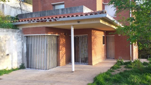 Casa en venta en La Vinya Vella, Esparreguera, Barcelona, Calle Mila I Fontanals, 195.000 €, 4 habitaciones, 3 baños, 207 m2