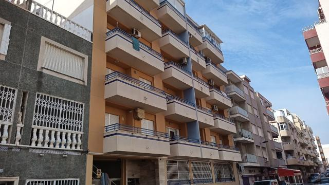 Piso en venta en Urbanización Calas Blancas, Torrevieja, Alicante, Calle Vicente Blasco Ibañez, 94.000 €, 3 habitaciones, 1 baño, 85 m2