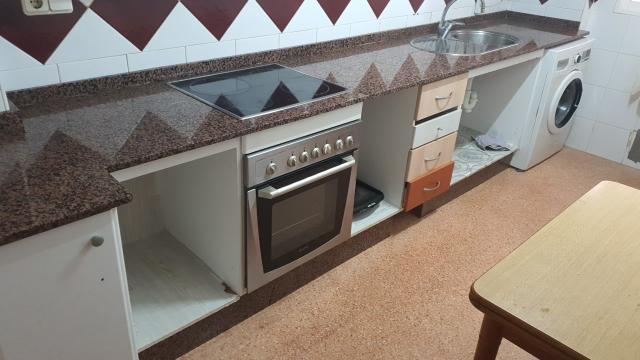 Piso en venta en Piso en Torrevieja, Alicante, 94.000 €, 3 habitaciones, 1 baño, 85 m2