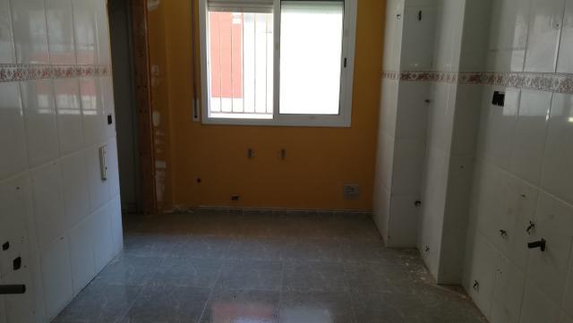Piso en venta en Piso en Tordera, Barcelona, 77.500 €, 2 habitaciones, 2 baños, 96 m2