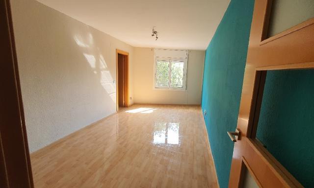 Piso en venta en Tiana-pont Vell, Ripollet, Barcelona, Calle San Jaime, 108.000 €, 3 habitaciones, 1 baño, 76 m2