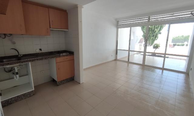 Piso en venta en Teguise, Las Palmas, Calle Chafari, 91.700 €, 1 habitación, 1 baño, 42 m2