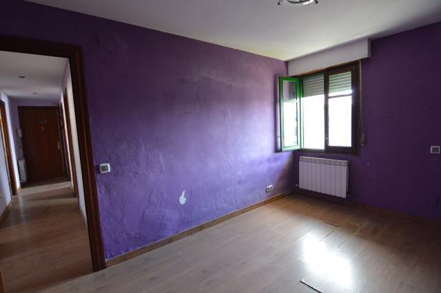 Piso en venta en Piso en Burlada/burlata, Navarra, 108.900 €, 3 habitaciones, 1 baño, 88 m2