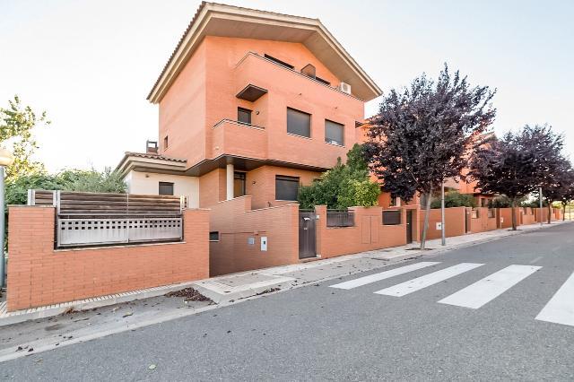 Casa en venta en Benavent de Segrià, Benavent de Segrià, Lleida, Calle Jordi Pujol, 249.800 €, 4 habitaciones, 3 baños, 275 m2