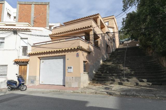 Casa en venta en Sant Feliu de Guíxols, Girona, Calle Nàpols, 332.500 €, 4 habitaciones, 315 m2
