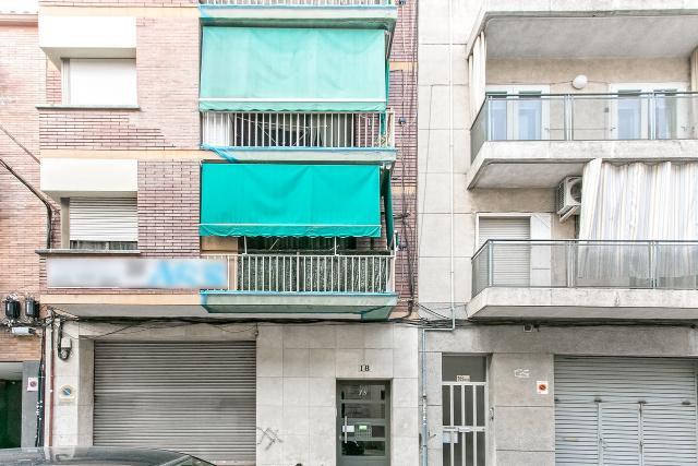 Piso en venta en Medellín, Cornellà de Llobregat, Barcelona, Calle Fivaller, 144.000 €, 3 habitaciones, 1 baño, 75 m2