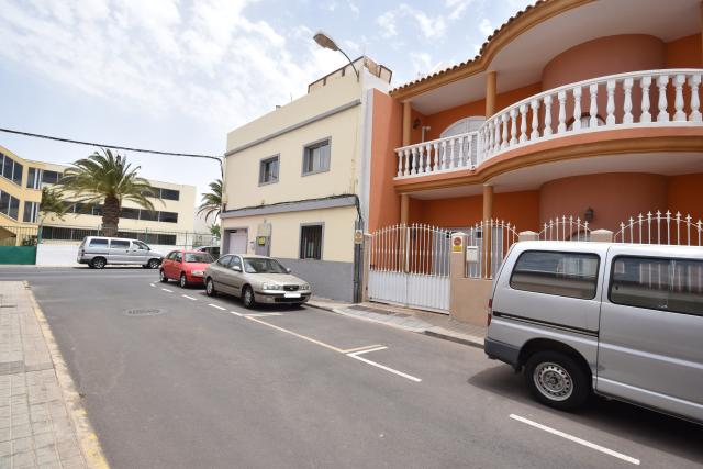 Piso en venta en San Bartolomé de Tirajana, Las Palmas, Calle Trasmallo, 110.000 €, 3 habitaciones, 1 baño, 129 m2