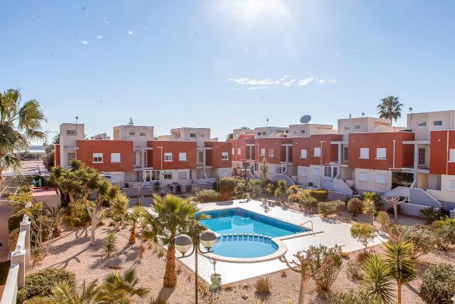 Casa en venta en Rojales, Alicante, Avenida Huelva, Residencial Amparo, 132.000 €, 3 habitaciones, 2 baños, 105 m2