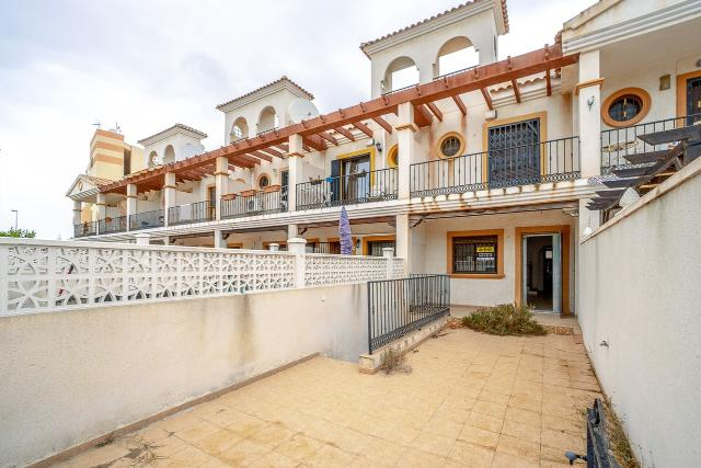 Casa en venta en Orihuela, Alicante, Calle Surinan, 148.000 €, 2 habitaciones, 2 baños, 122 m2