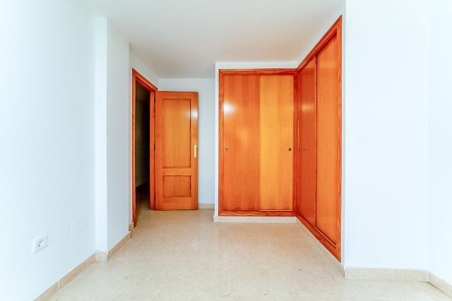 Piso en venta en Piso en Alicante/alacant, Alicante, 139.000 €, 3 habitaciones, 2 baños, 132 m2