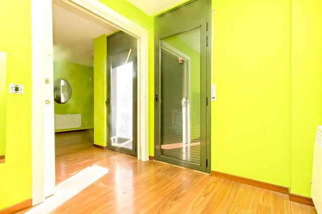 Piso en venta en Piso en Ripollet, Barcelona, 160.000 €, 3 habitaciones, 2 baños, 79 m2