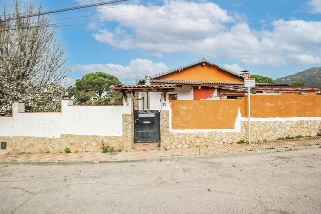 Casa en venta en Mas de Mora, Tordera, Barcelona, Paseo Gran Circumval.lacio, 198.600 €, 3 habitaciones, 1 baño, 188 m2